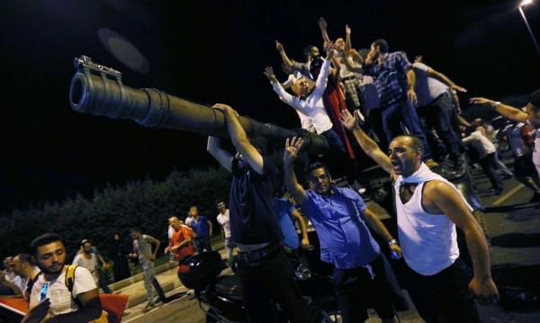"""И най-доволни от метежа в Турция са...""""Ислямска държава"""""""