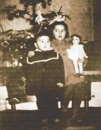 Борисов поздрави сестра си с фото от детството за ЧРД