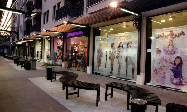 Качествен шопинг по време на почивката предлага Роял Бийч Мол
