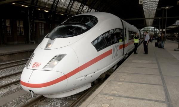 Въоръжен с брадва вилня във влак в Германия, рани 21