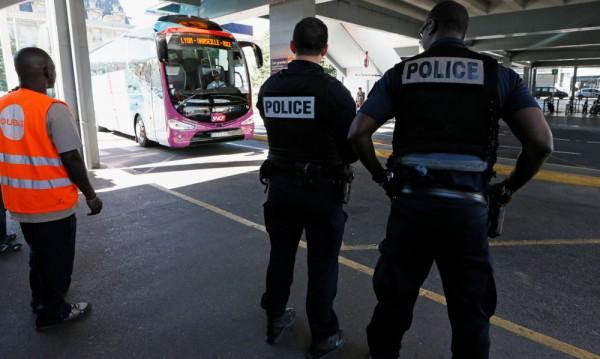 Франция остава още 6 месеца в извънредно положение