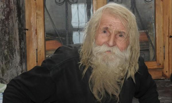 Дядо Добри на 102! Празнува с пъпеши, грозде и диня