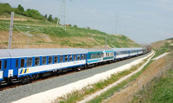 18 000 българи всеки ден гонят влака пеша