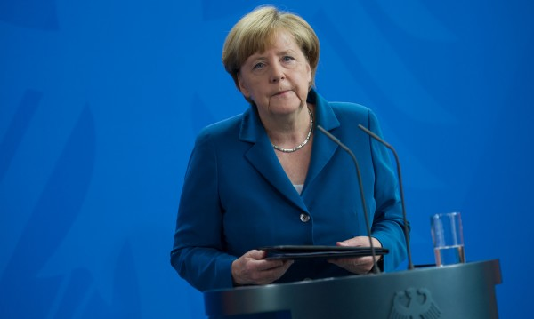 Меркел обещава сигурност: Скърбим със свити сърца!