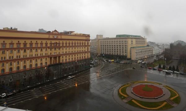 """Руски висши полицаи разпъвали """"чадър"""" над контрабандисти"""