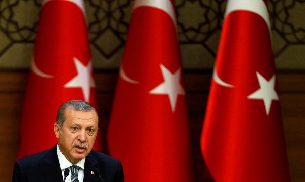От Брюксел: Ердоган е нечестен за парите