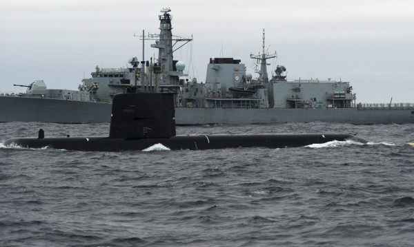 Руски кораби и подводница до границата на Латвия