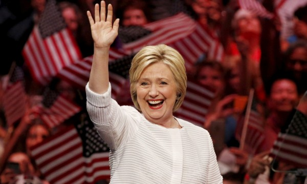 Хилари Клинтън – неизменно оцеляваща в политиката