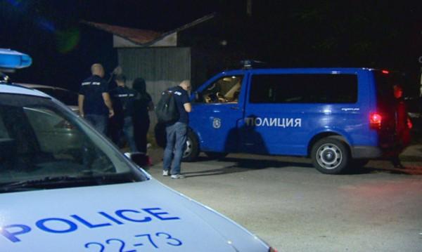 Задържани полицаи при спецакция край Калотина