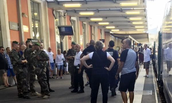 Арестуваха двама за тероризъм във влак във Франция