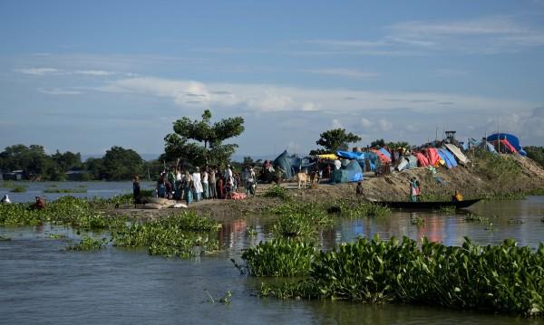 120 души загинаха при наводненията в Индия