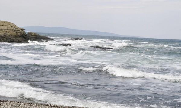 Захлажда се, вълни до 2,5 м удрят плажовете ни