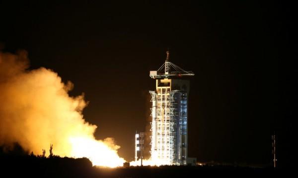 Китай изстреля експериментален спътник със защита срещу хакери
