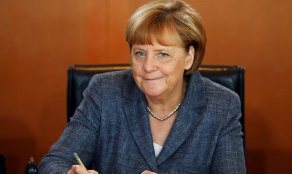 Меркел в реч: Ислямът има място в Германия, но пазете жените!