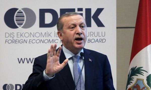 Юнкер оптимист за падането на визите за турците