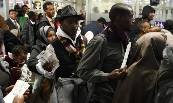 Бежанците напъват Германия откъм Швейцария