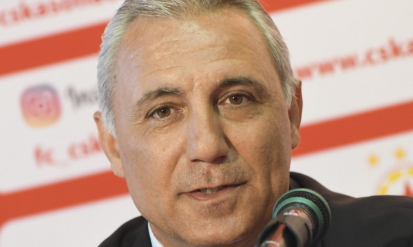 Стоичков нападна журналисти на сватбата на дъщеря си