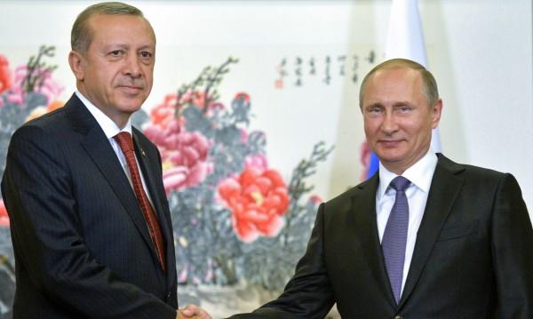 Флиртът продължава - непринуденост и шеги на срещата Путин - Ердоган
