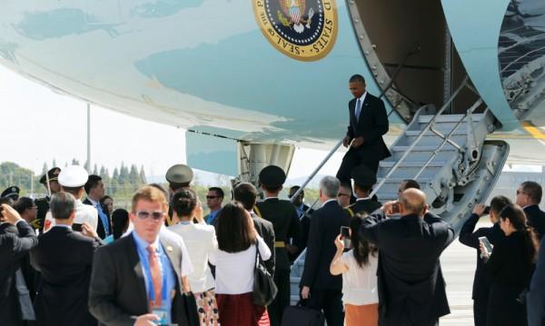 При посрещането на Обама в Китай: Това е нашата страна!