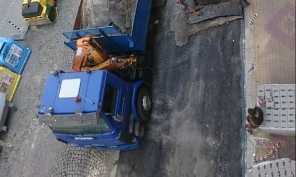Ремонт на ремонта: Къртят, леят асфалт, къртят, слагат павета