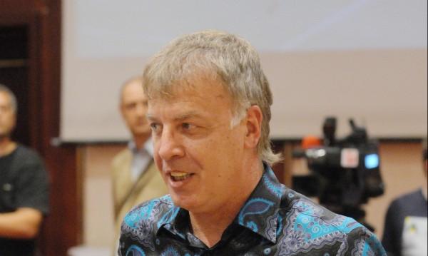Наско Сираков аут от Левски, Спас Русев не го ще