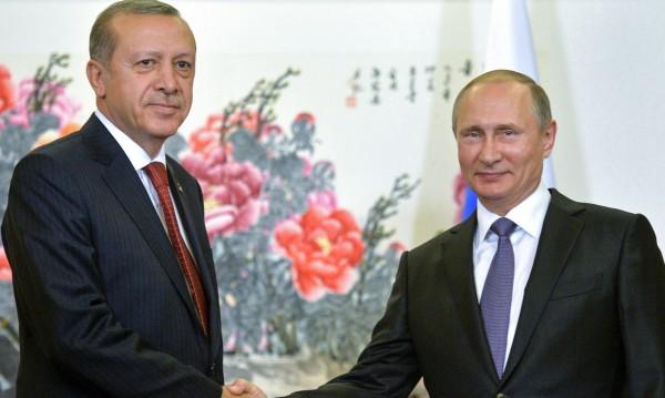 Путин и Ердоган по телефона: Ще контактуваме за Сирия