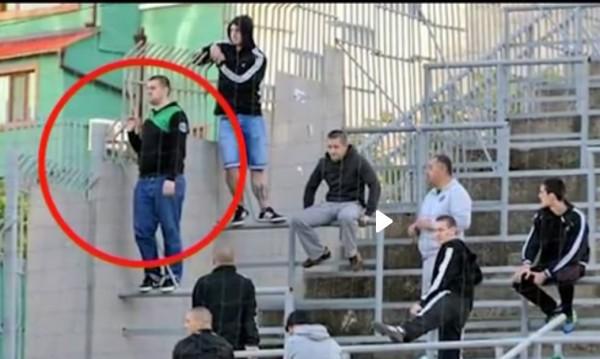 Футболен батка vs. журналистка - бой, ритници…