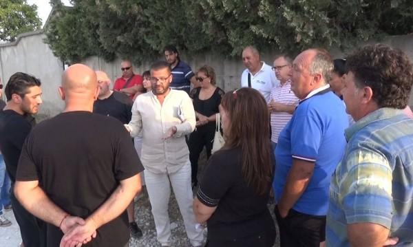 Белащица на протест срещу шума от резиденцията на д-р Енчев