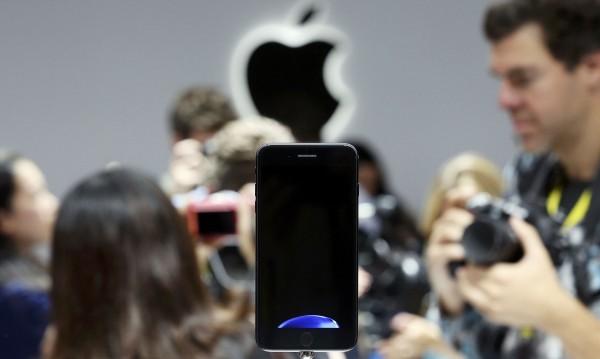 На пазара още го няма, но iPhone 7 – вече хит