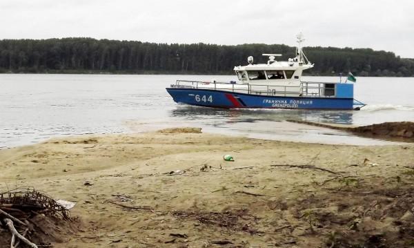 Дунав с критично ниско ниво, корабите засядат