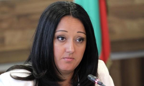 Павлова иска от СГС да развали сделката за конюшните