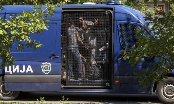 Спипаха двама българи в Сърбия, превозвали 16 мигранти