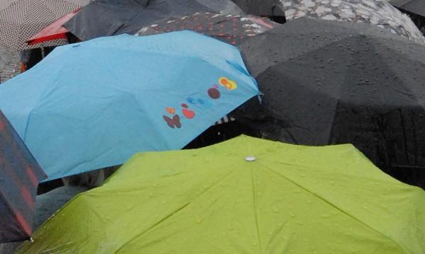 Времето днес: Облаци, дъжд, гръмотевици
