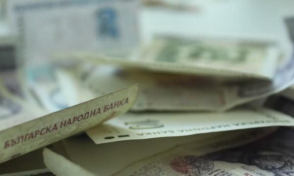 Две баби хвърлиха пари в торбички на ало измамник