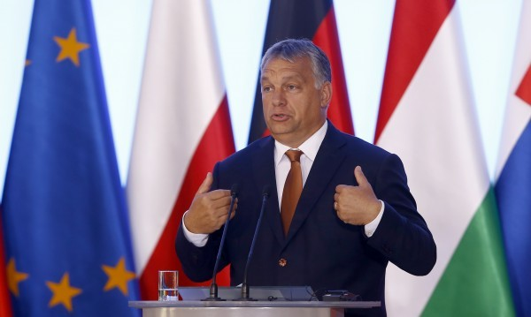 Орбан: Нелегалните имигранти в лагери извън ЕС