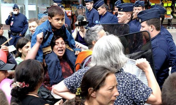 BG роми подлудиха Монтрьой – дават им общежития, те се цупят