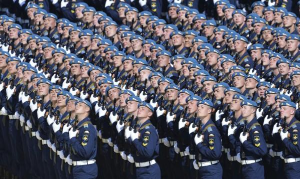 """Руската армия – по-близка до хората, а и """"по-яка"""""""