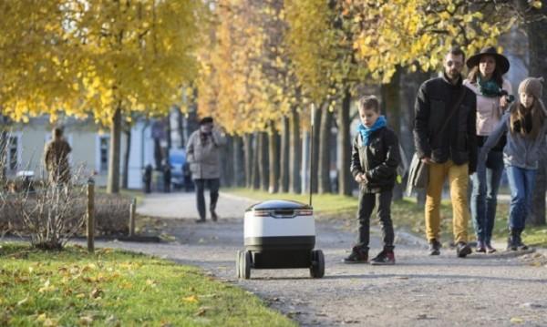 Футуристични роботи разнасят доставки в Дюселдорф