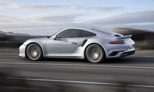 Porsche пак отлага хибридния си 911