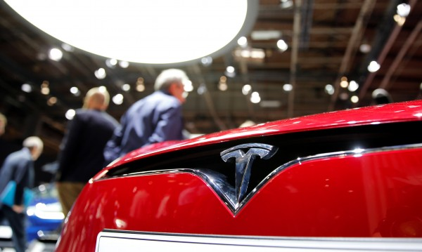 Догодина - Tesla тръгва сама от Лос Анджелис и Ню Йорк