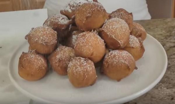 Рецептата Dnes: Пухкави бухтички с пудра захар