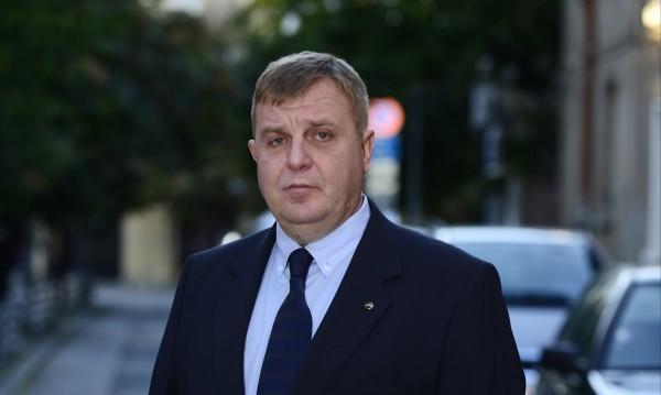 Каракачанов: Няма да допусна българите да издържат нелегалните имигранти!