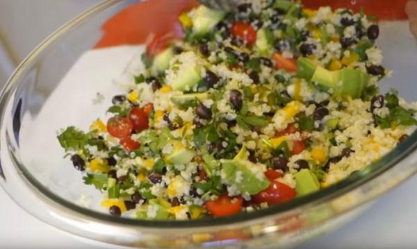 Рецептата Dnes: Салата с авокадо, киноа и царевица