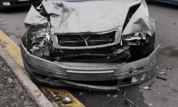 Мъж е починал, след като кола ударила коне на пътното платно