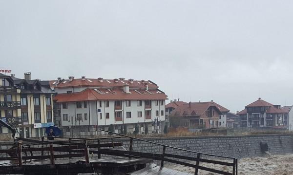 Сезонът наближава, в Банско спират строителството