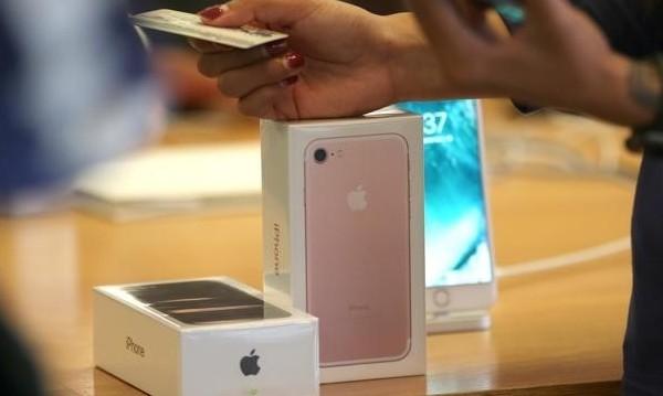 Apple грабва лъвския пай от печалбата при смартфоните