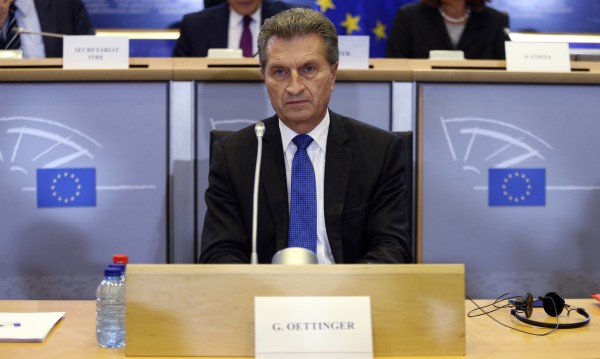 Йотингер: Търси се кой да отговаря за цифровата икономика