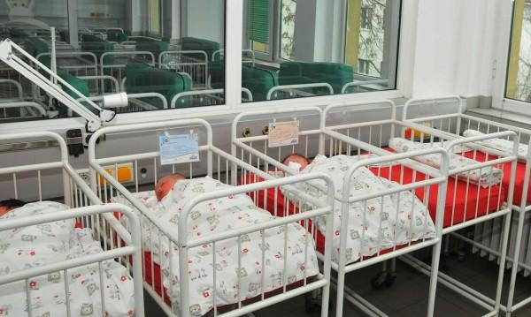 Първото бебе в Сливен е Динко, майката - 13-годишна