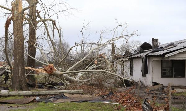 Четирима загинаха от бури в щата Алабама