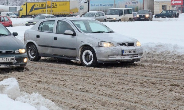 При силен снеговалеж: Изчакайте преди да тръгнете с колата!